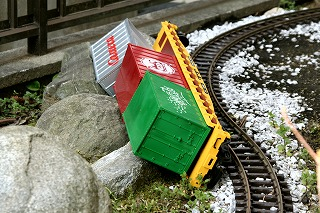 s-derailment02.jpg